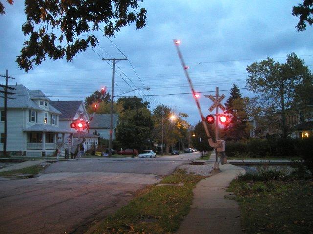 Railroad Crossing Closing, Lakewood Ohio - Photos on Cazort net