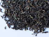 Loose-leaf Darjeeling tea, showing some greenish leaf, and curved, large pieces of leaf