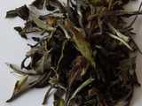 Large pieces of white tea leaf, with heterogeneous color: silvery, green, and brown
